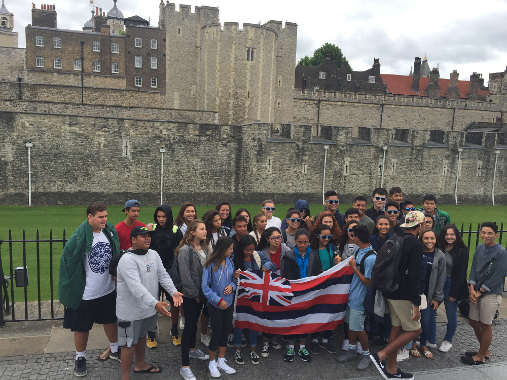 Theresa Hunt tour outside the Tower of London